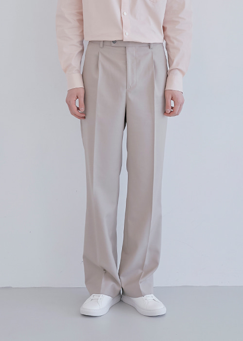one - tuck trousers beige
